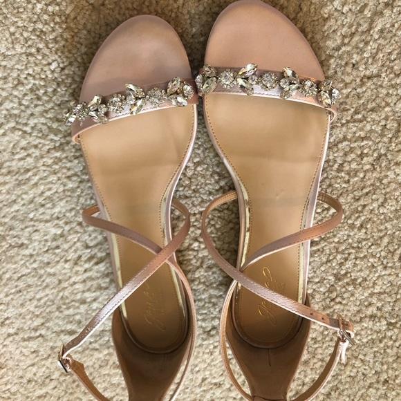 6ccfcacf9 Badgley Mischka Shoes - Jewel Badgley Mischka Tessy sandals Champagne sz10